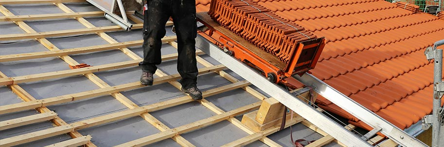 La pose de tuiles de toiture