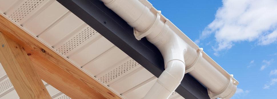 Les finitions de toiture : chéneau et gouttière