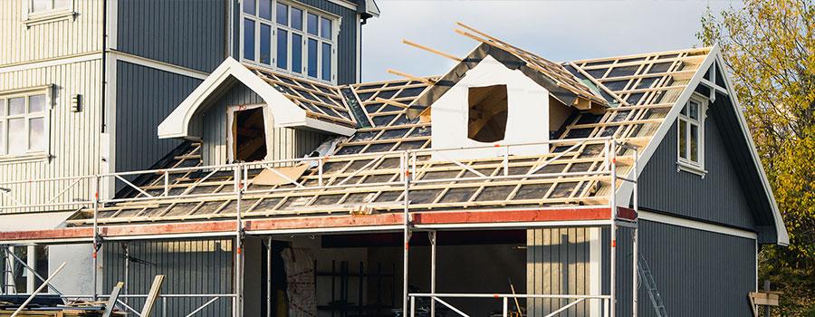 Le chantier de désamiantage de toiture