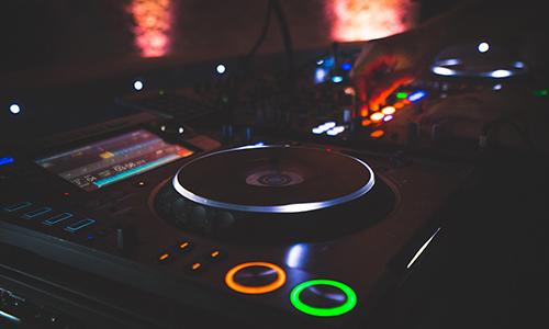 DJ & animation d'événement privé à Aix-en-Provence – Just Event