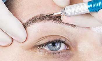 Le maquillage permanent : tatouage de sourcils et lèvres