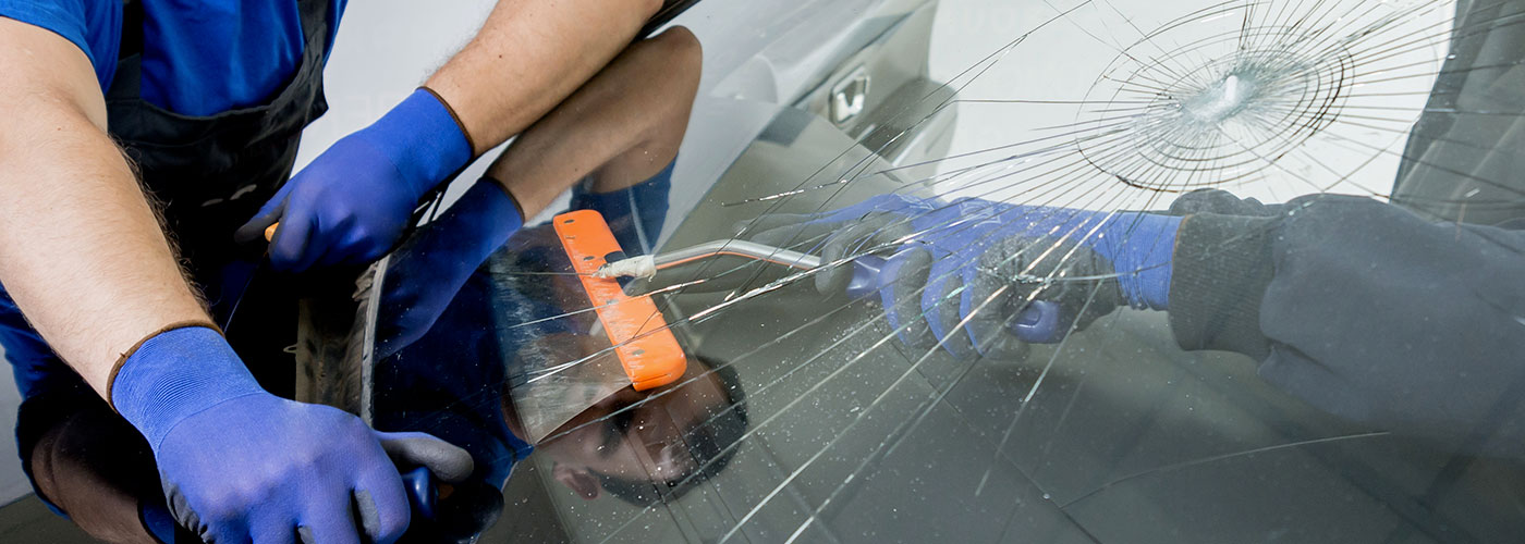 La réparation du pare-brise endommagé