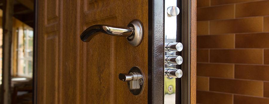 L'ouverture de porte claquée ou verrouillée
