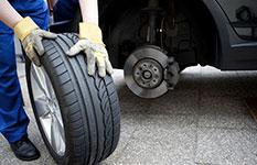 Contrôler les pneumatiques et l'echappement