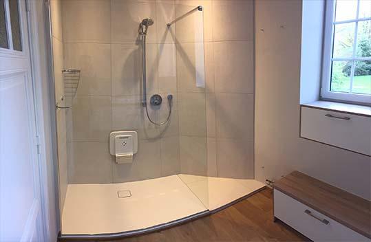 La réalisation des travaux du bâtiment pour la salle de bain