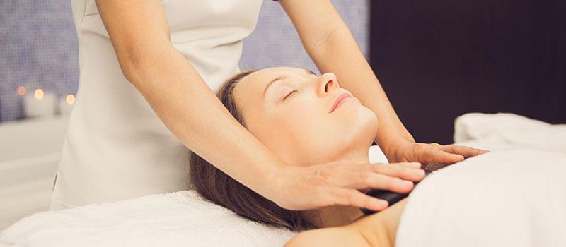 Le massage aux huiles aromatiques