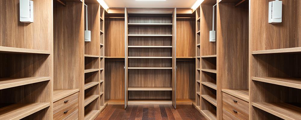 La création d'armoires et de dressings