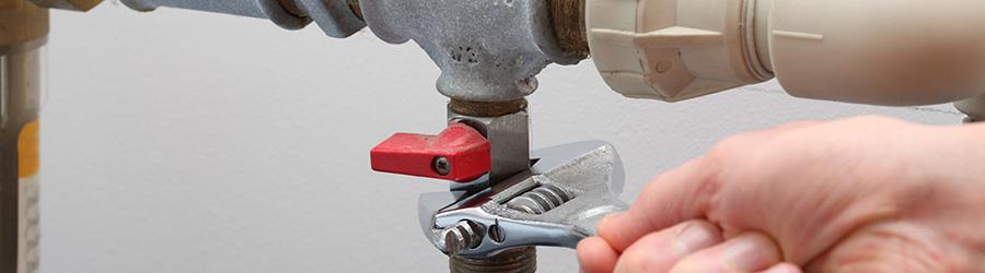 La réparation de la plomberie et des sanitaires